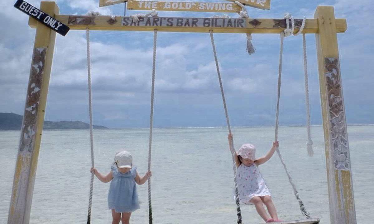 ギリ・アイル島の水上ブランコ