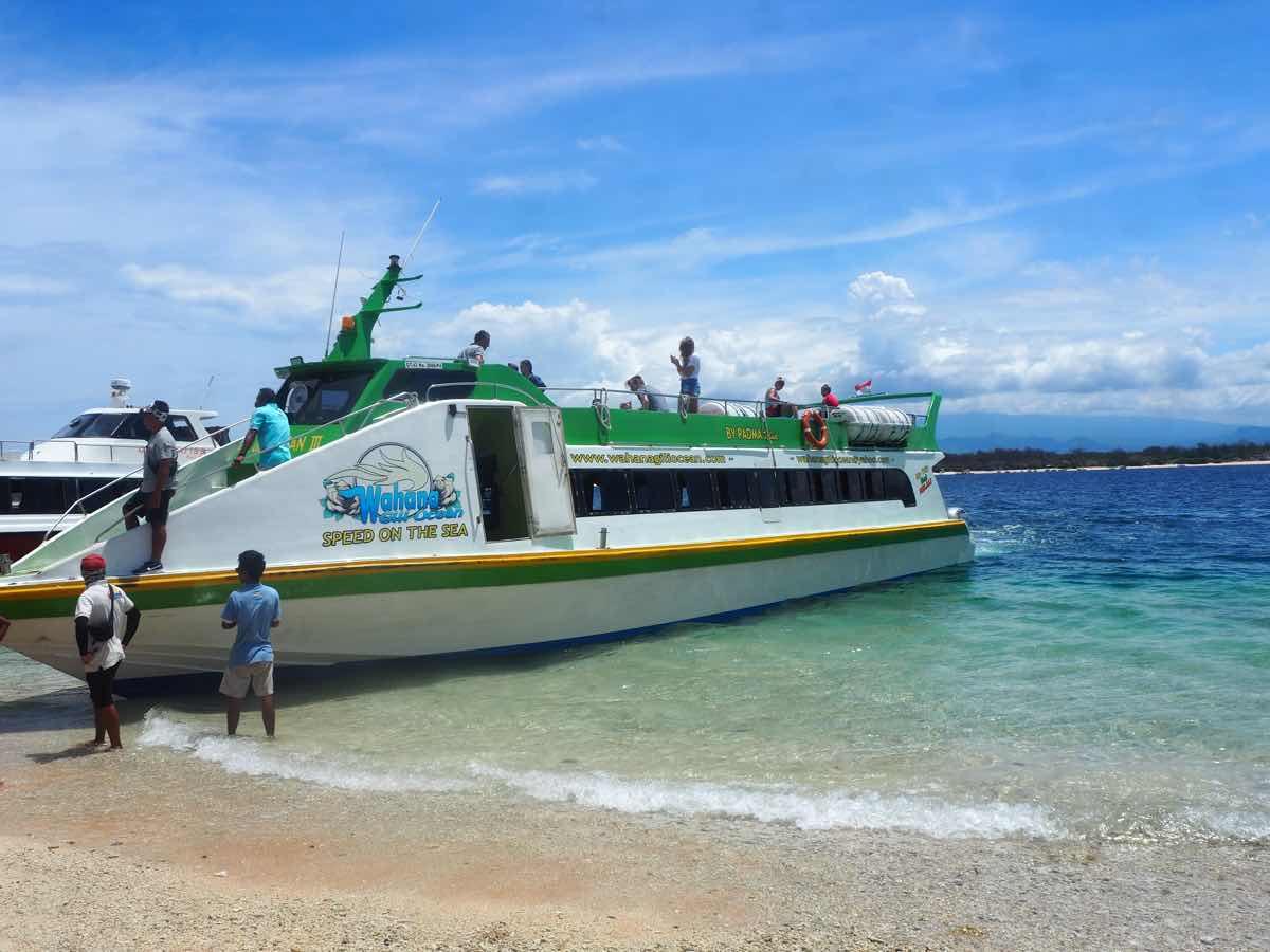 ギリ島までのスピードボート