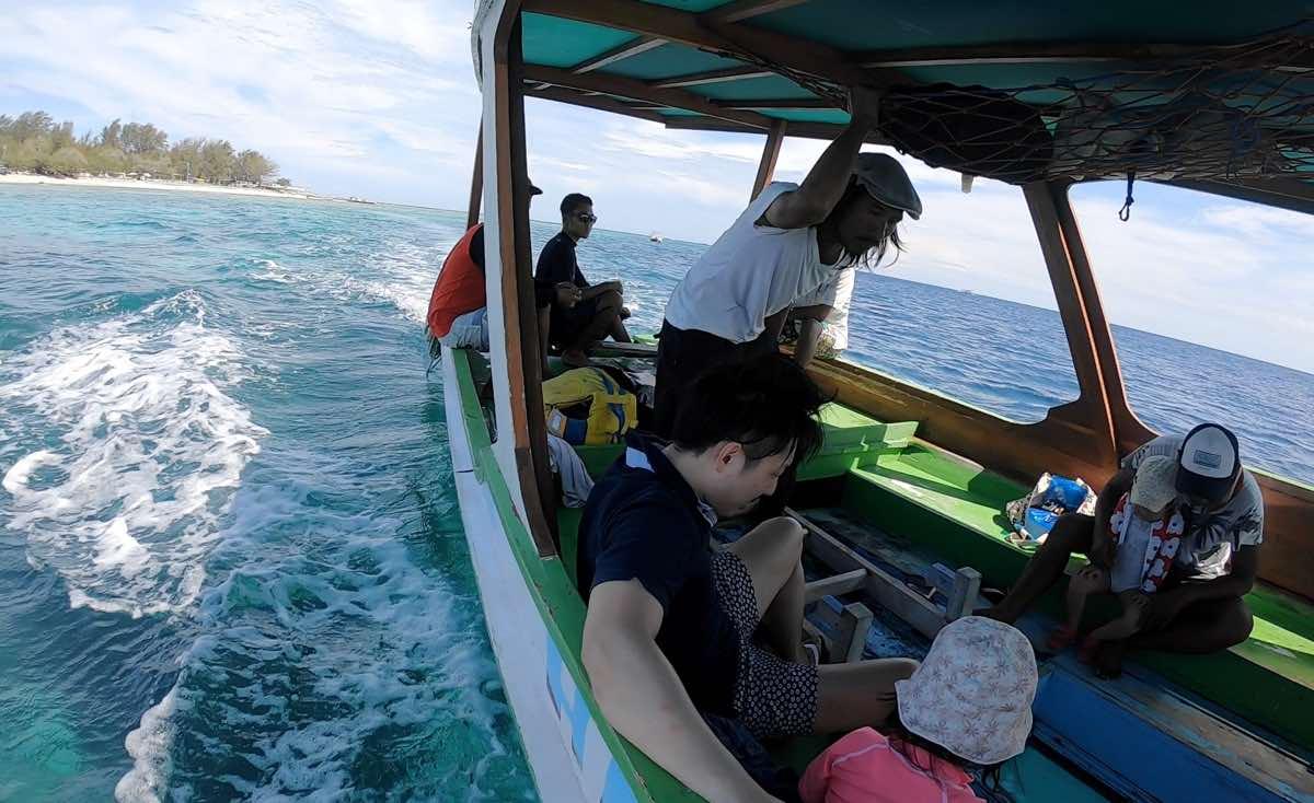 ギリ島のシュノーケルボート