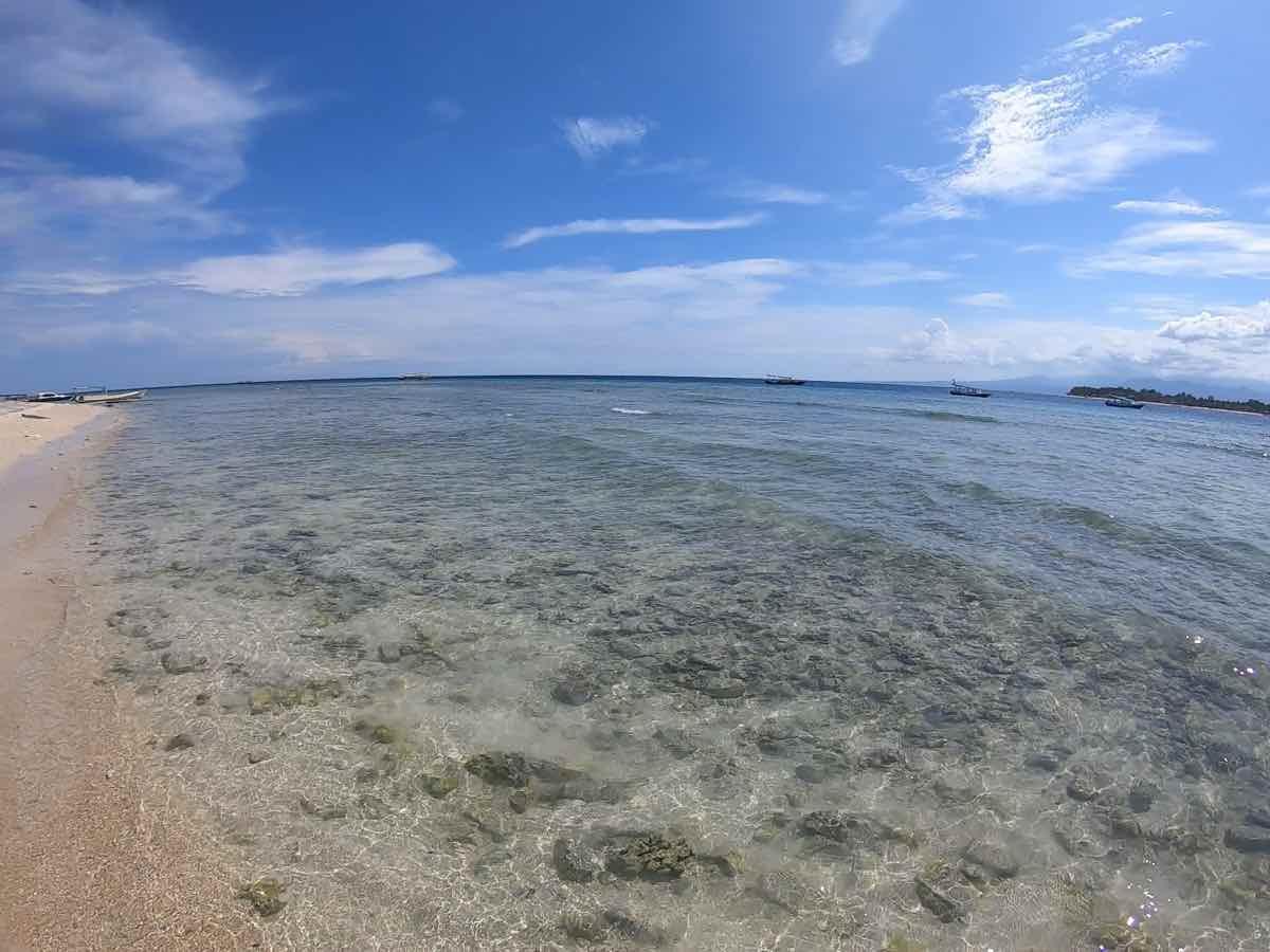 ギリ島の海