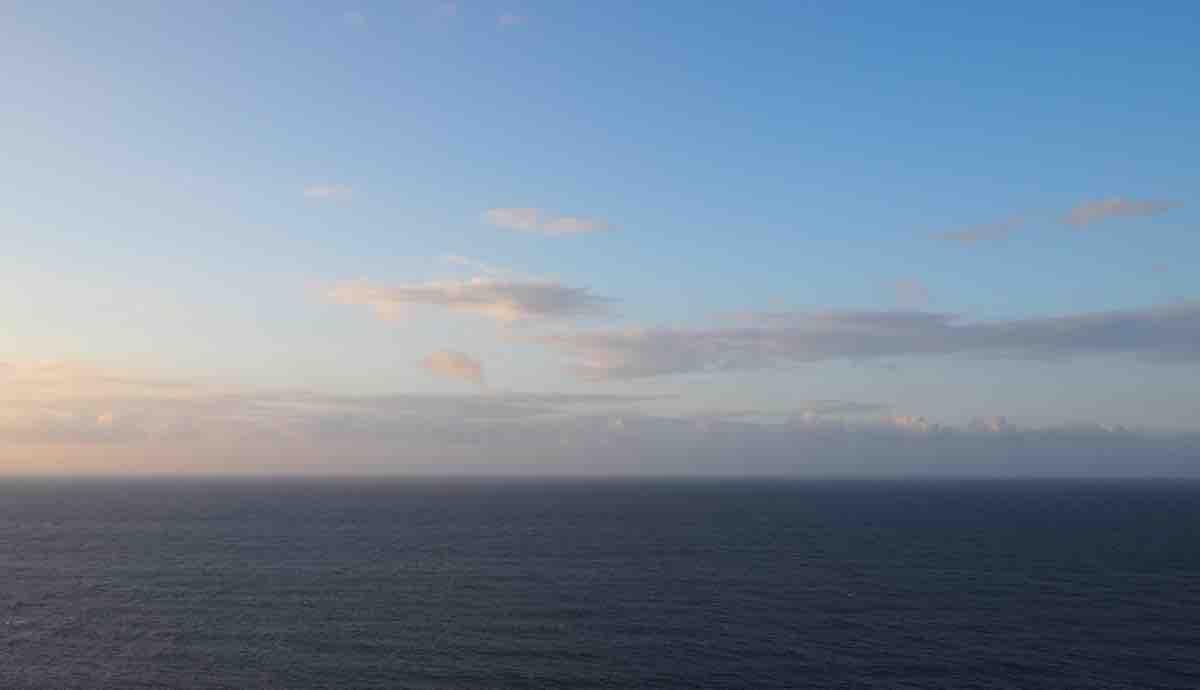 伊江島の湧出展望台からみる水平線