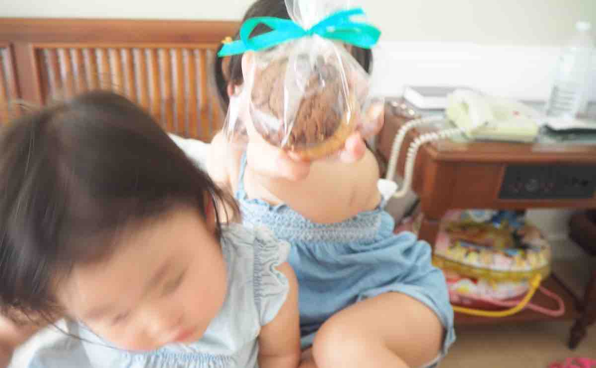 プランテーションベイで子供がクッキーをもらった様子