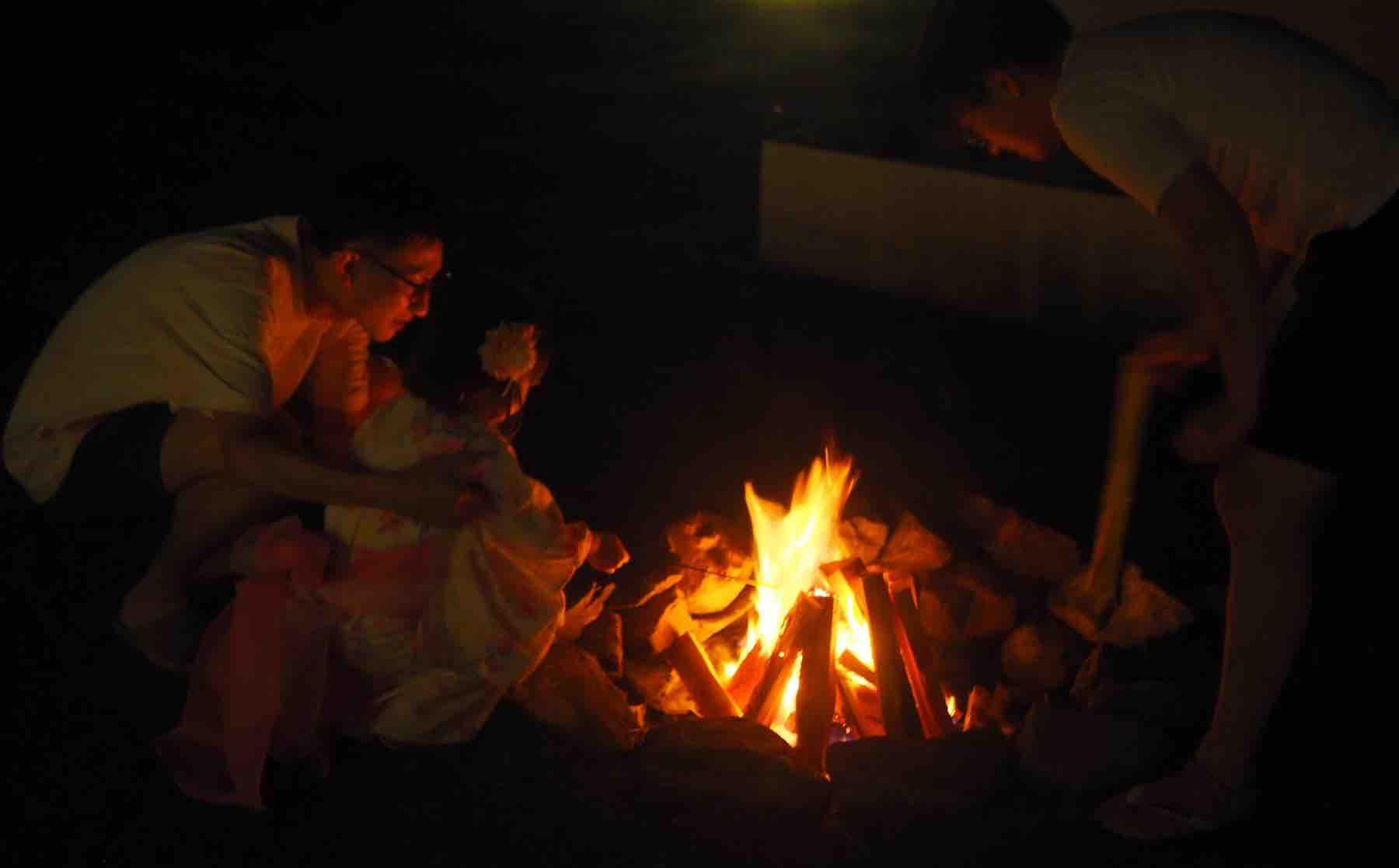 KEIKOKU GLAMPING TENTの焚き火と花火